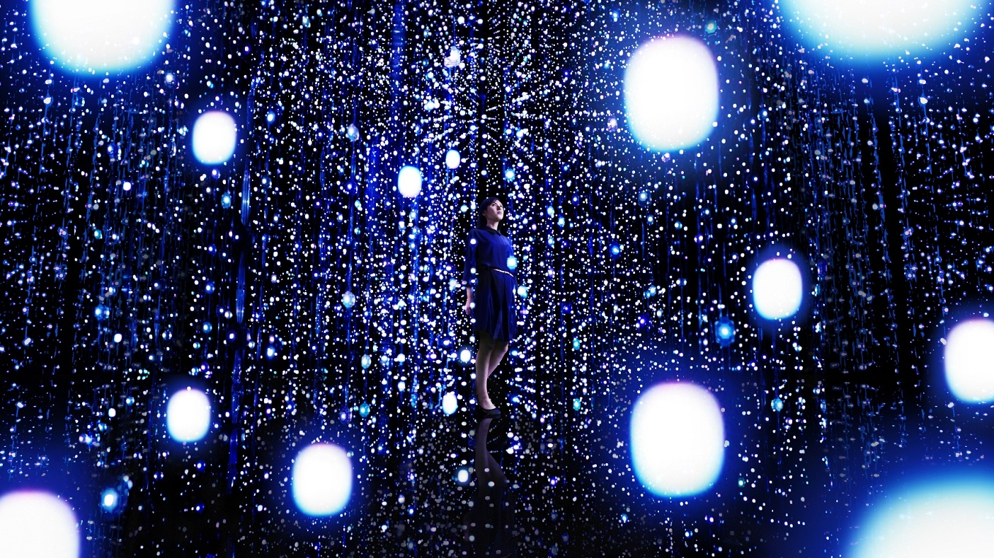 © teamLab Exbition, Walk Through the Crystal Universe