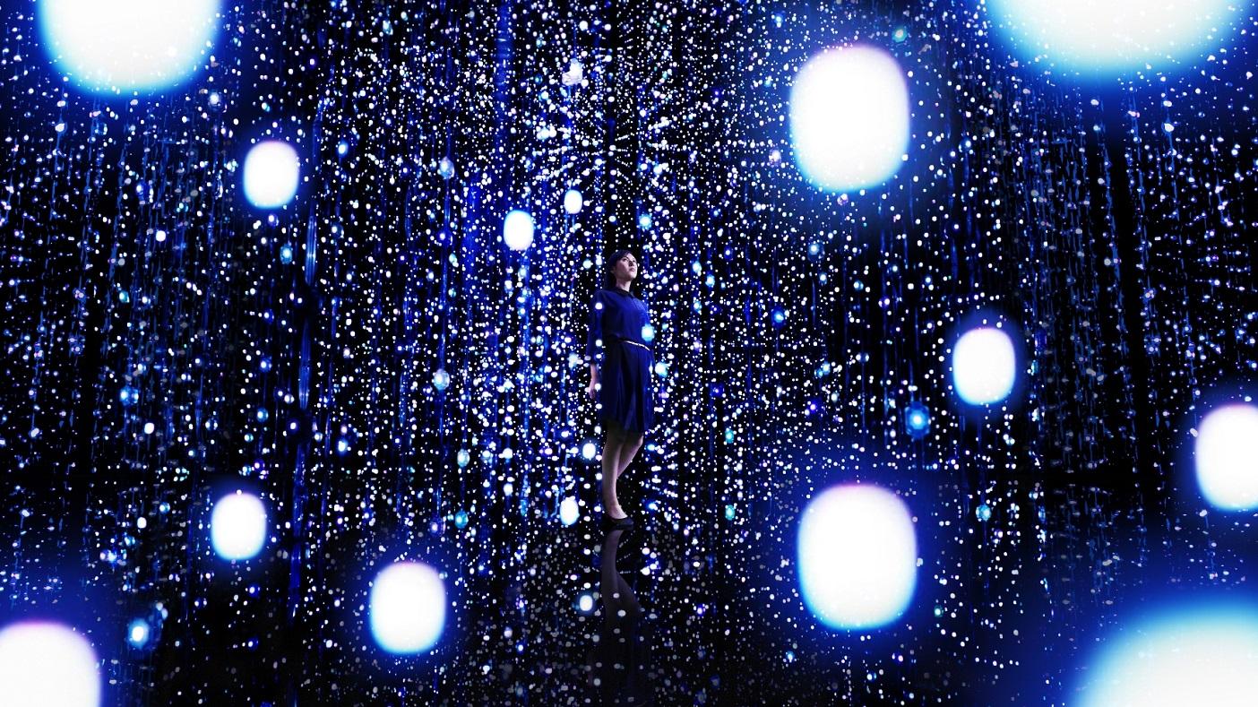 © teamLab Exbition, Walk Through the Crystal Universe
